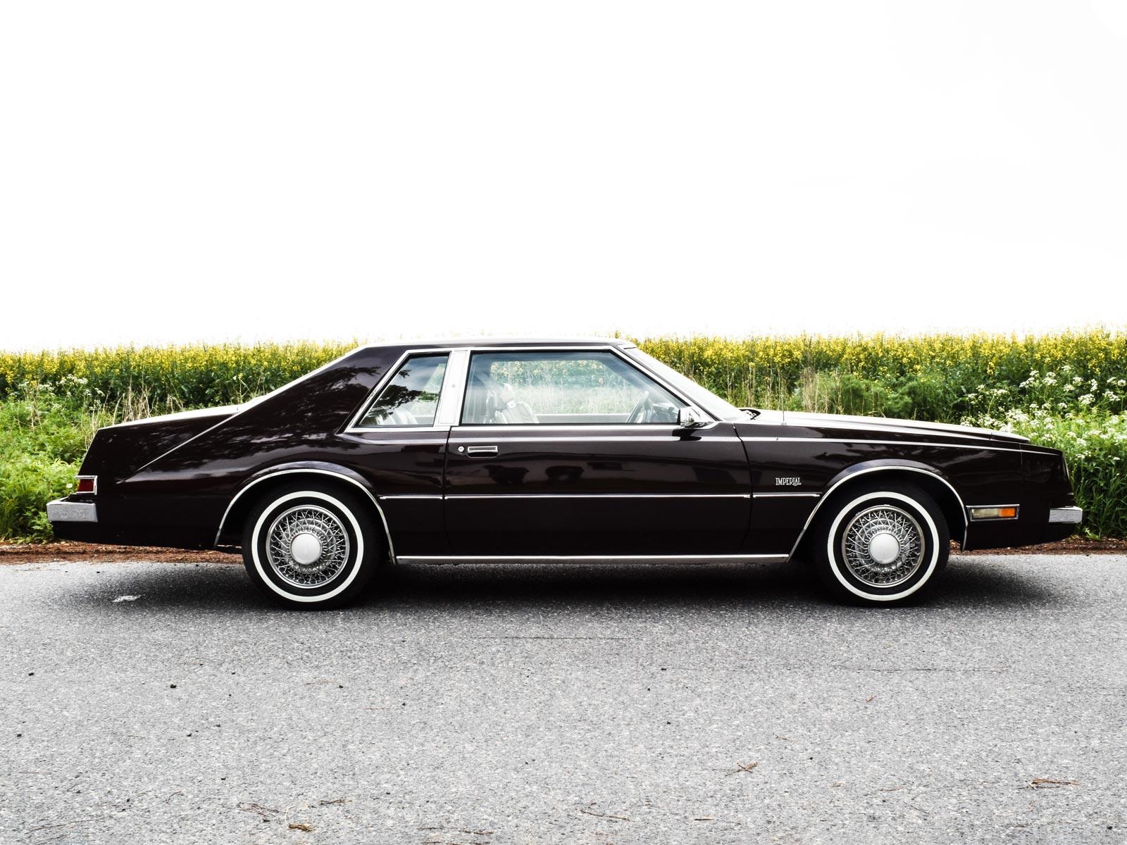 Chrysler Coupe 1988 modell. Se vårt utvalg av biler